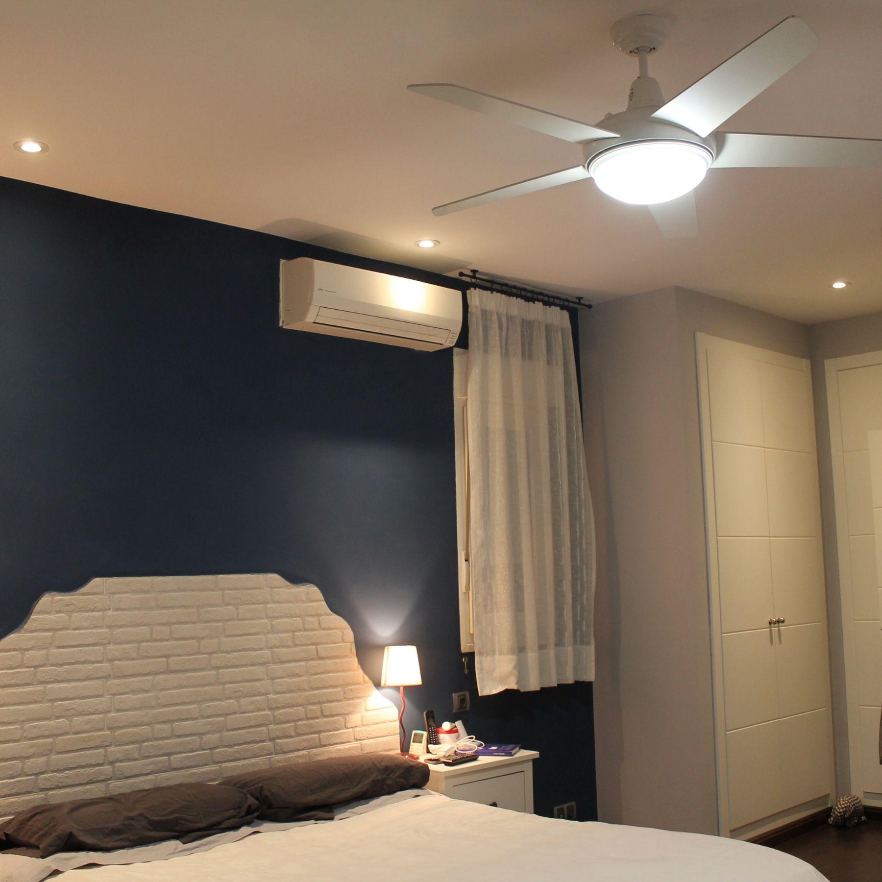 ventilador con luz dormitorio cama