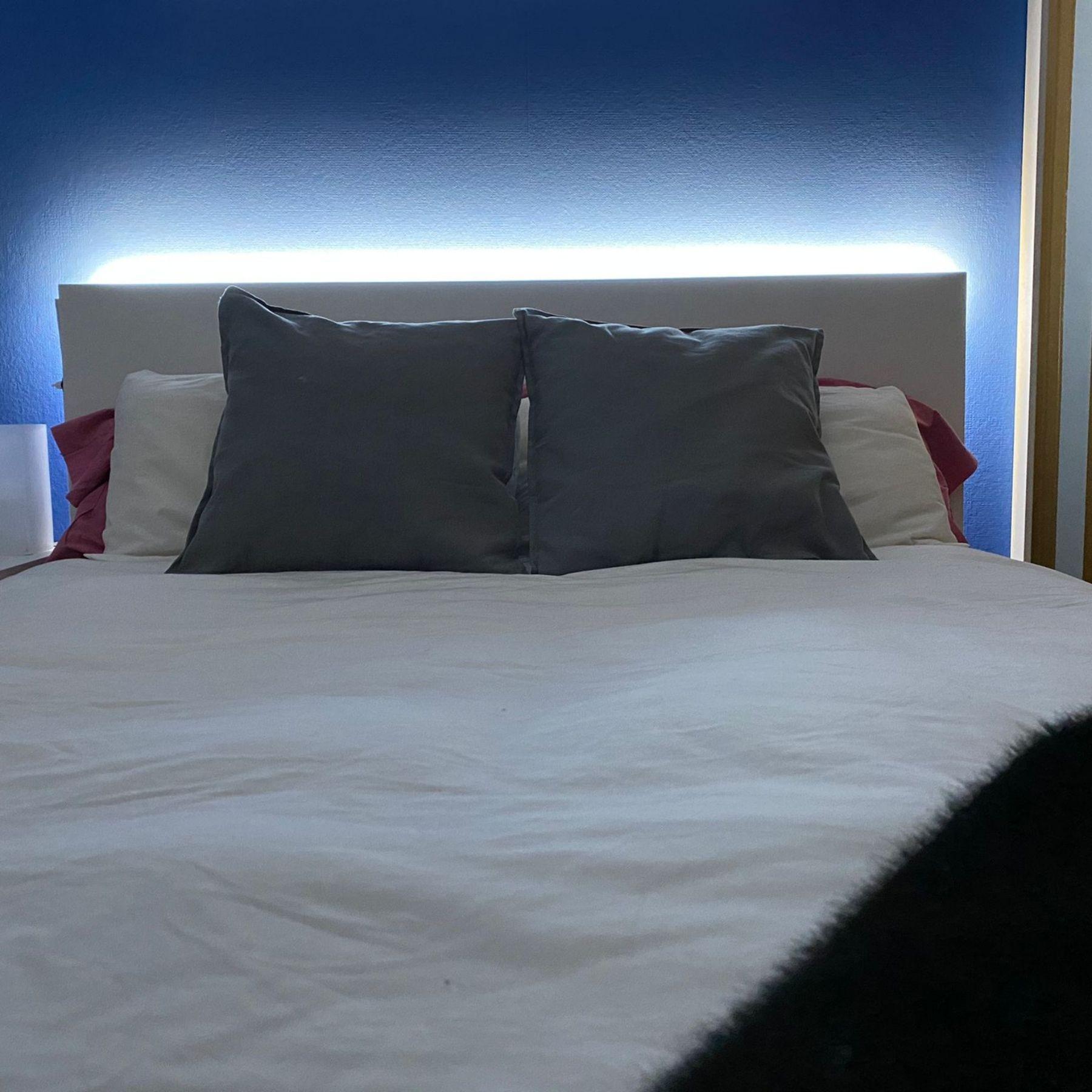 tira de luz led trasera cabecero cama