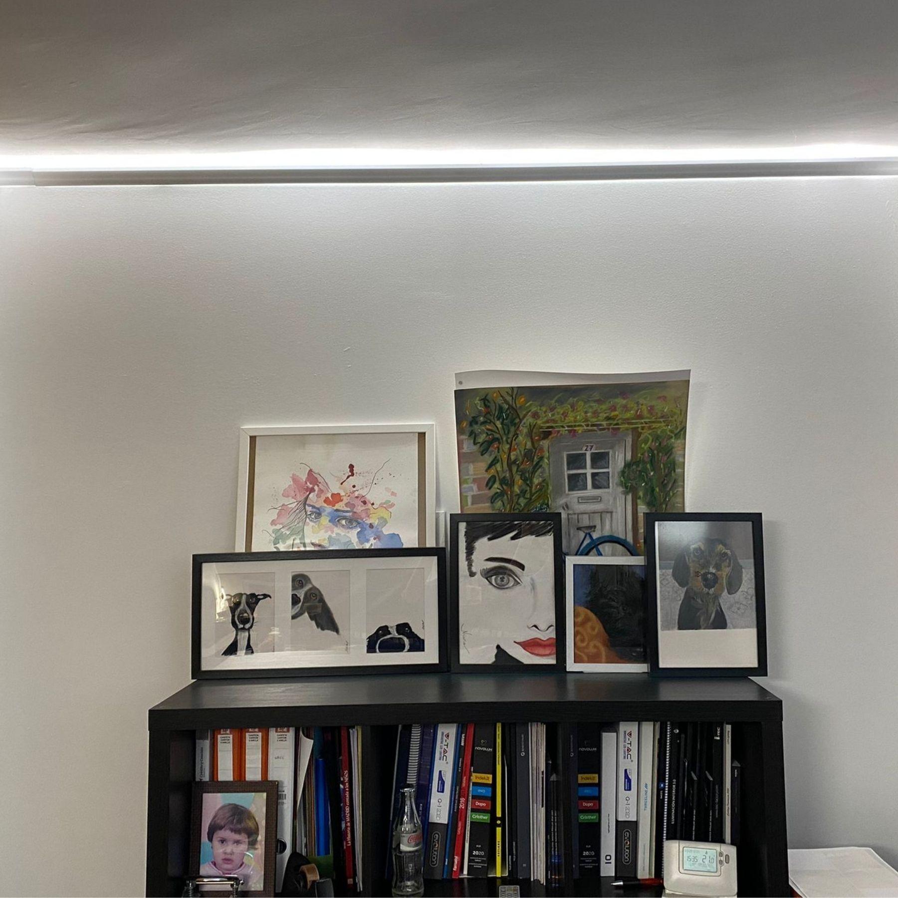 tira de luz led indirecta salón vivienda