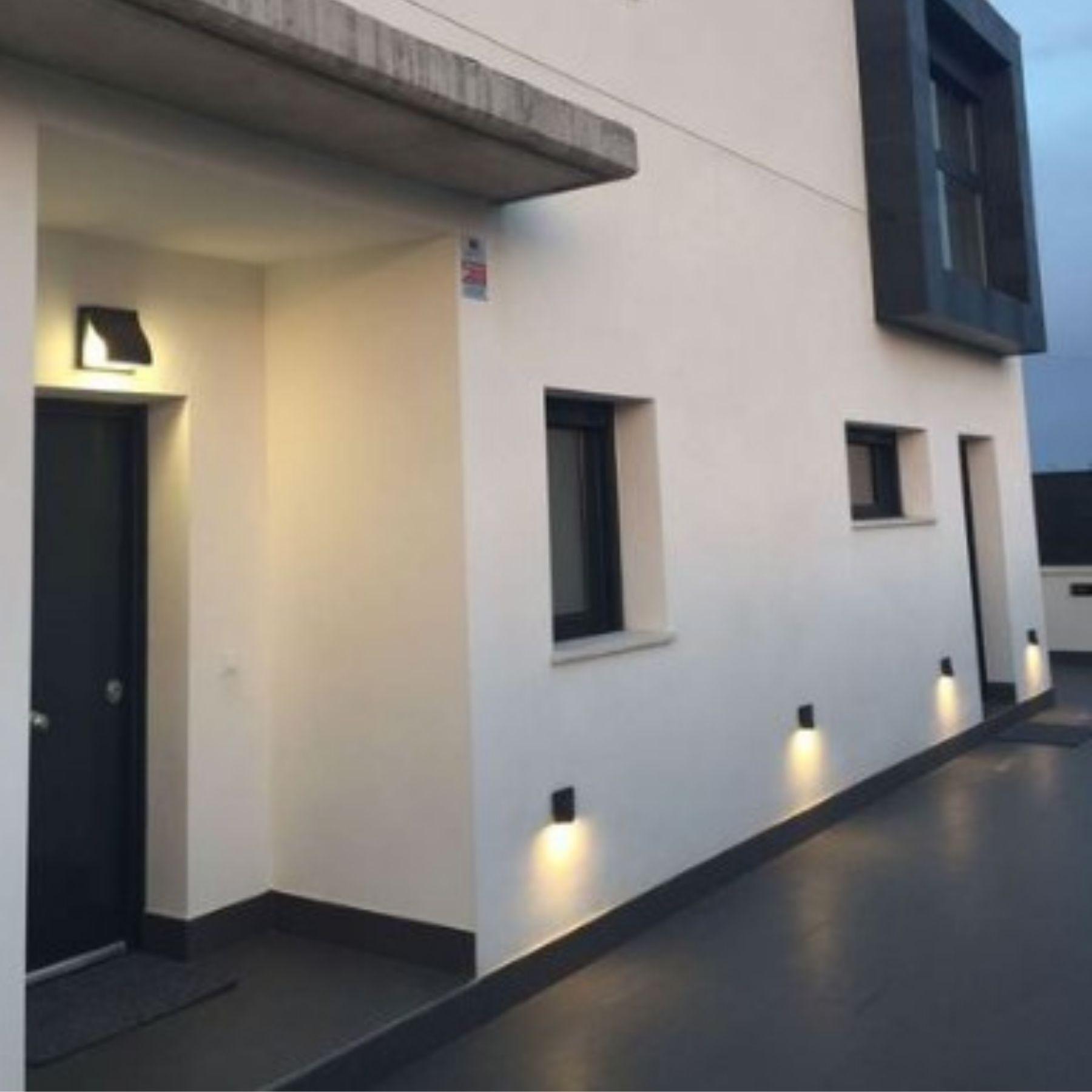 iluminación jardín led solar pared
