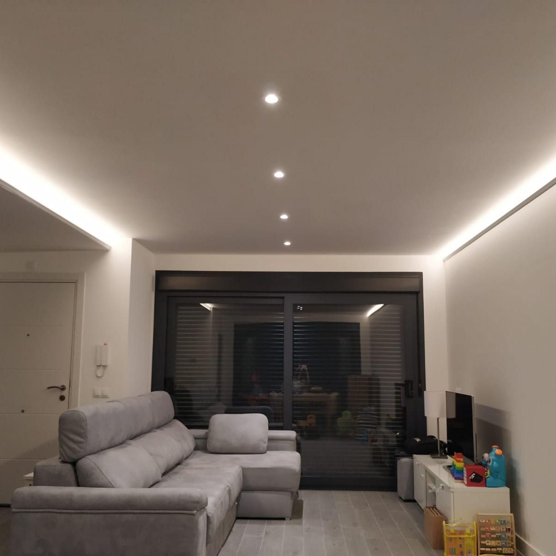 iluminación focos led salón vivienda