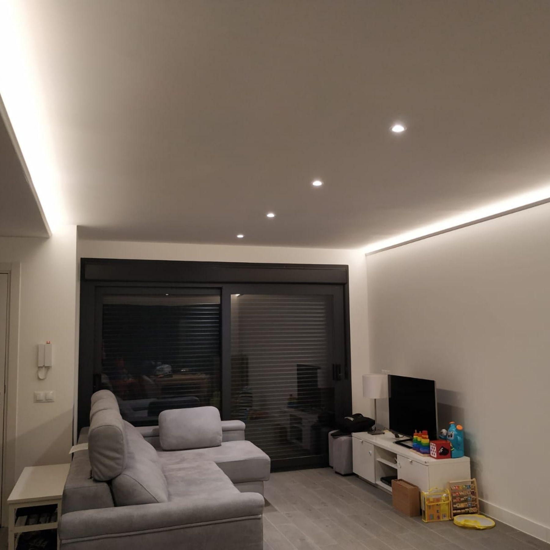 iluminación indirecta salón vivienda