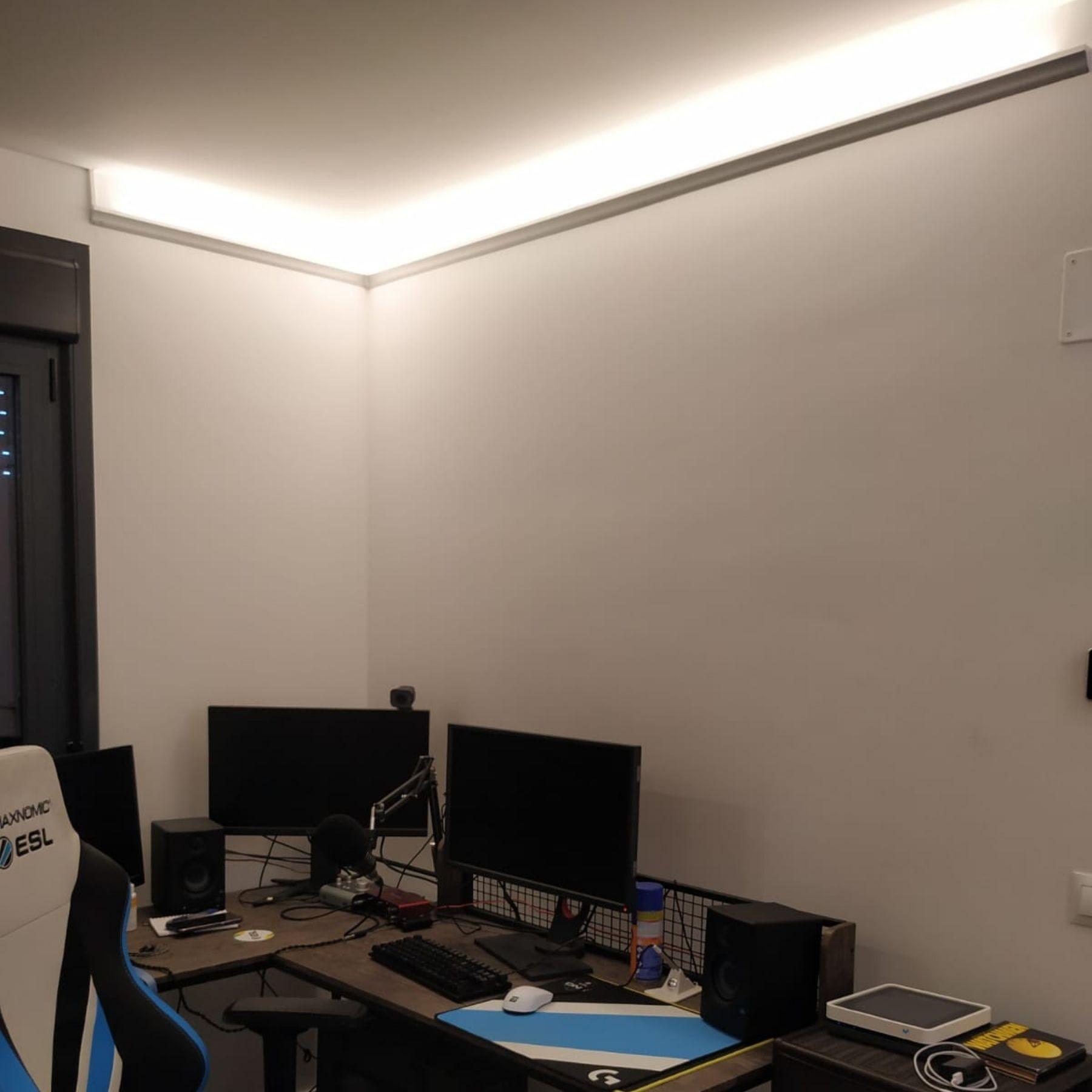 iluminación led esquinas espacio de trabajo